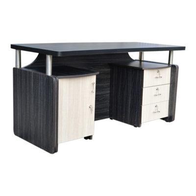 Hnědý kancelářský stůl