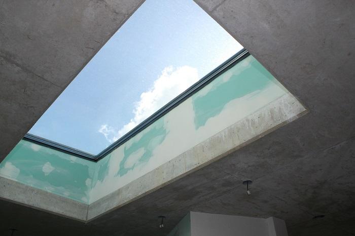 Strešné okno do budovy