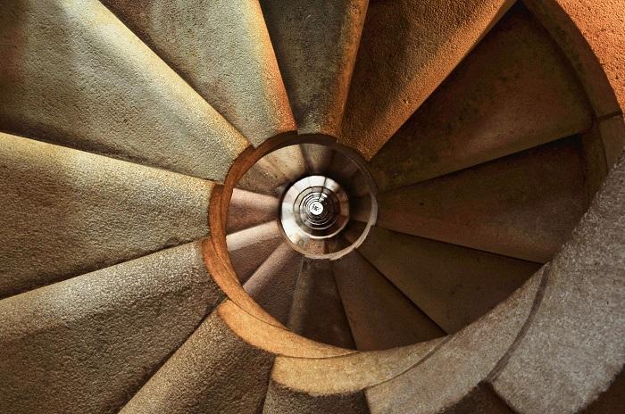 Šalovanie schodov do domu má svoj postup
